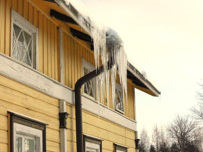 Ako odlazite na zimovanje, ostavite grijanje kako se ne bi smrzle cijevi