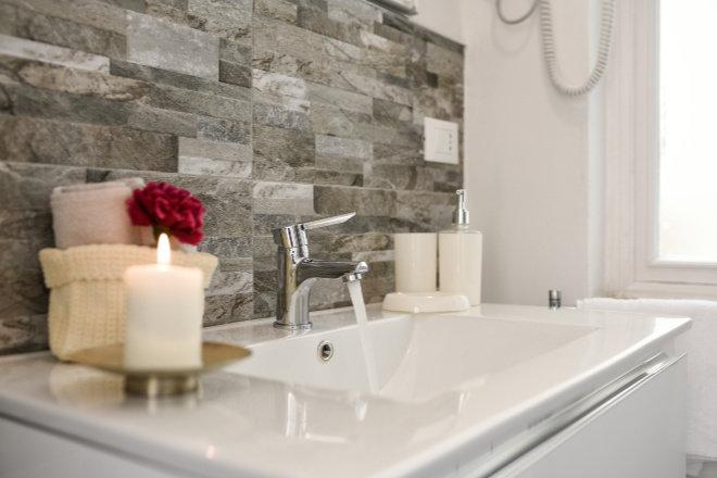 Tvrda voda u kućanstvu uzrokuje brojne probleme koje je lako riješiti pomoću Steatite Turbo bojlera.